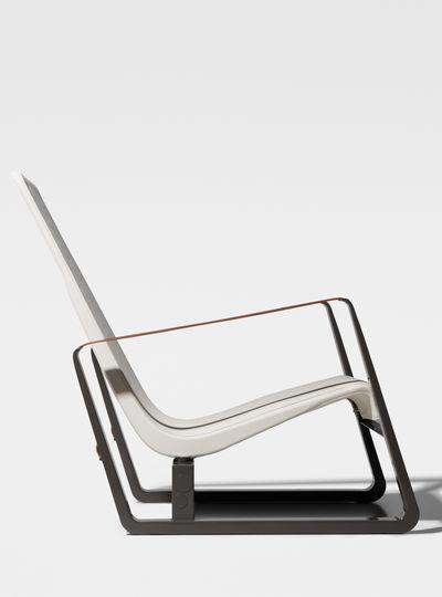 armrests made of natural leather straps